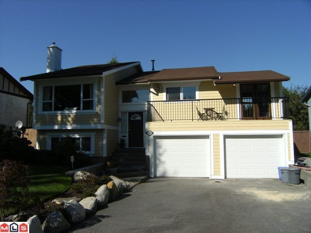 Main Photo: 17233 61B Avenue in Surrey: Cloverdale BC House for sale (Cloverdale)  : MLS® # F1025014