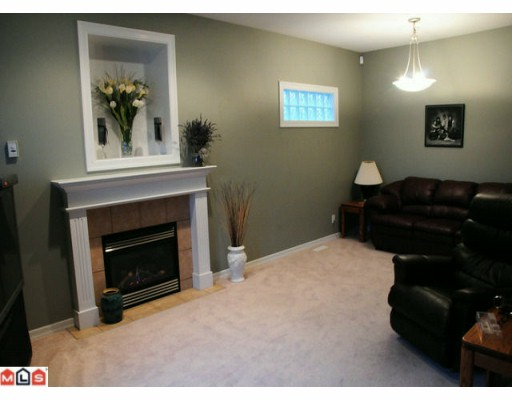 "Photo 3: 117 33751 7TH Avenue in Mission: Mission BC Townhouse for sale in ""HERITAGE PARK"" : MLS(r) # F1003770"
