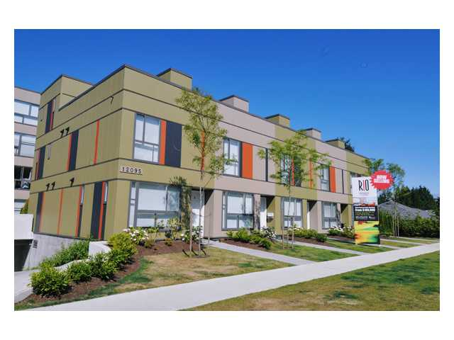 FEATURED LISTING: 303 - 12075 228TH Street Maple Ridge