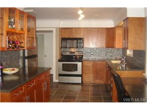 Photo 2: 1558 Oak Crest Drive in VICTORIA: SE Cedar Hill Single Family Detached for sale (Saanich East)  : MLS® # 236664