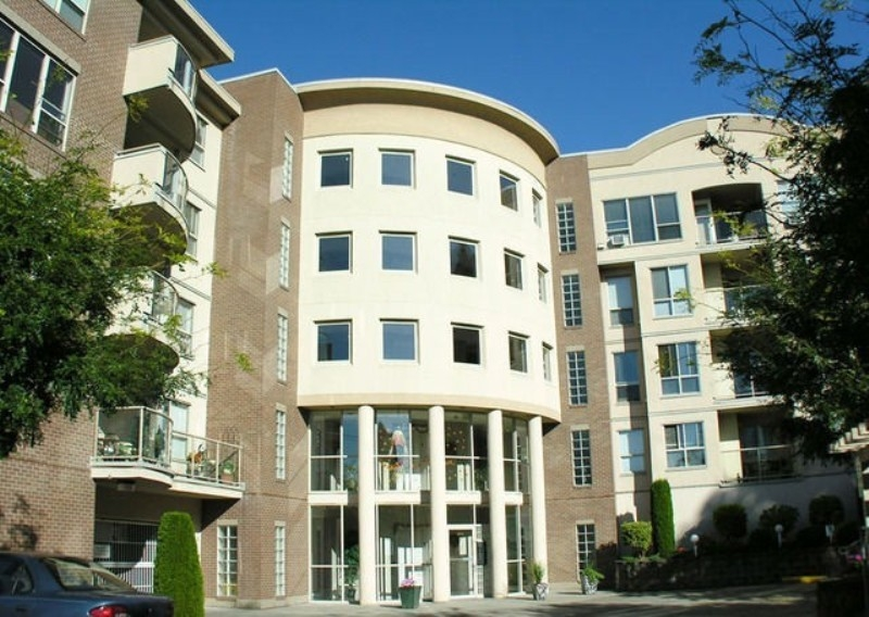 "Main Photo: 307 33731 MARSHALL Road in Abbotsford: Central Abbotsford Condo for sale in ""STEPHANIE PLACE"" : MLS®# F1028827"