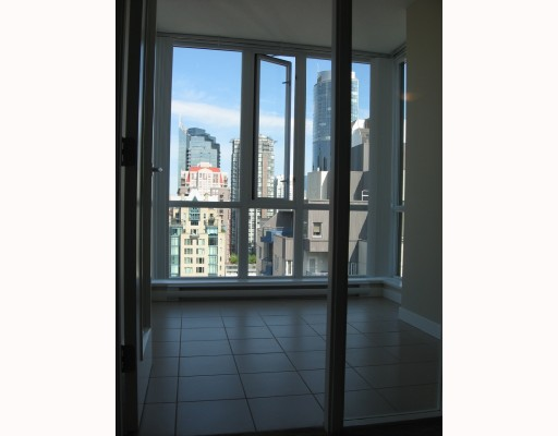 "Photo 3: 2010 1082 SEYMOUR Street in Vancouver: Downtown VW Condo for sale in ""FREESIA"" (Vancouver West)  : MLS® # V769547"