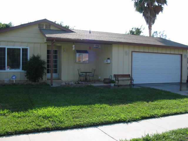 Photo 3: NORTH ESCONDIDO Residential for sale : 3 bedrooms : 1075 N. Grape St in Escondido
