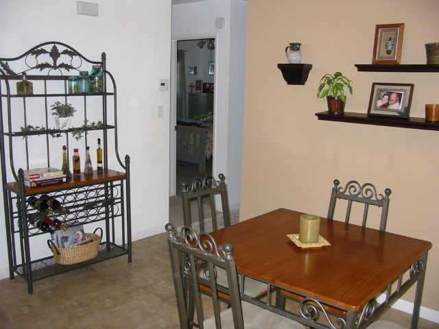 Photo 9: NORTH ESCONDIDO Residential for sale : 3 bedrooms : 1075 N. Grape St in Escondido