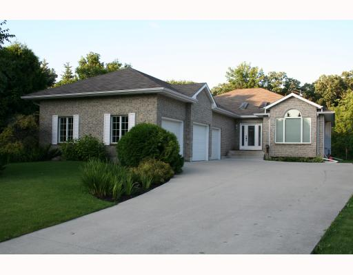 Main Photo:  in WINNIPEG: Fort Garry / Whyte Ridge / St Norbert Residential for sale (South Winnipeg)  : MLS(r) # 2915623
