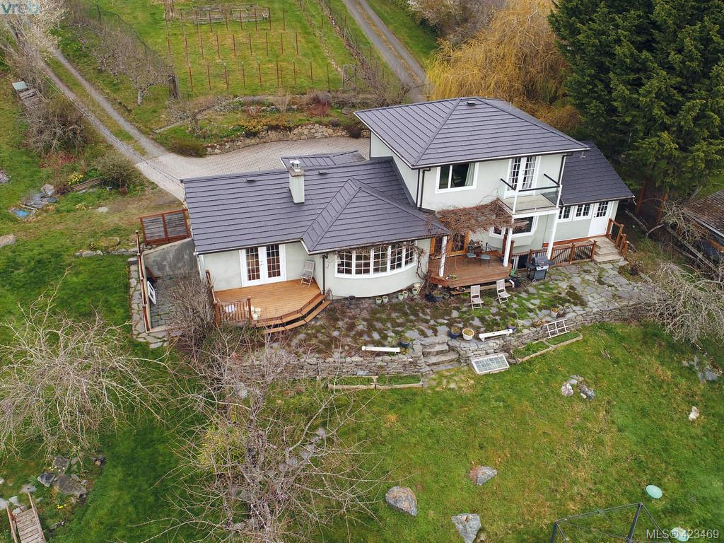 FEATURED LISTING: 1217 Mt. Newton Cross Rd SAANICHTON