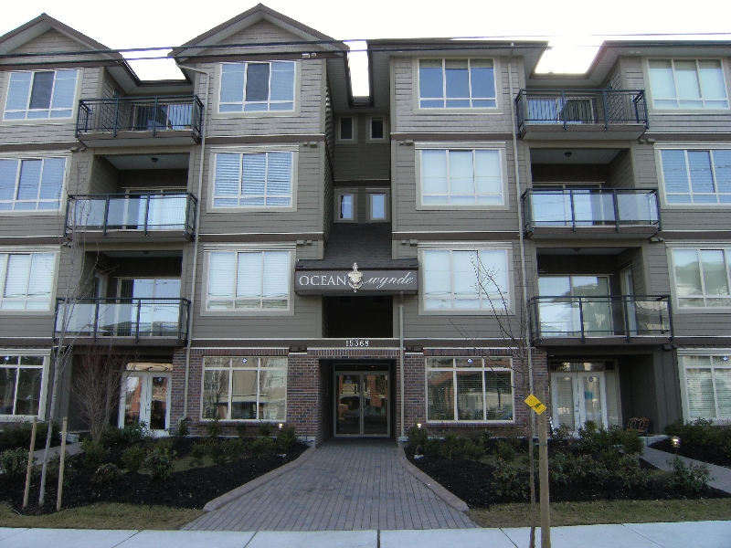 "Photo 1: 306 15368 17A Avenue in Surrey: King George Corridor Condo for sale in ""Ocean Wynde"" (South Surrey White Rock)  : MLS® # F2903694"