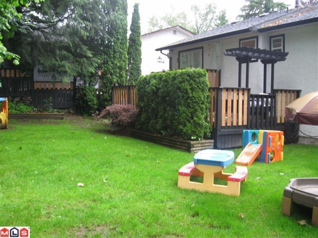 "Photo 2: 34498 LABURNUM Avenue in Abbotsford: Abbotsford East House for sale in ""R.BATEMAN AREA"" : MLS® # F1015896"