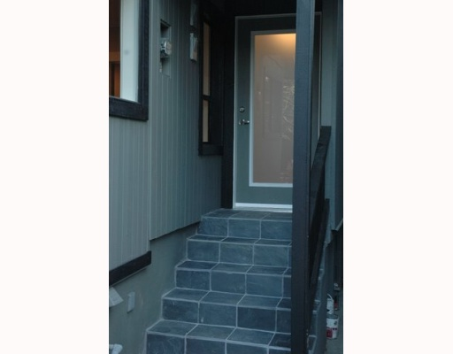 Photo 2: 1150 LILY Street in Vancouver: Grandview VE House for sale (Vancouver East)  : MLS(r) # V799749
