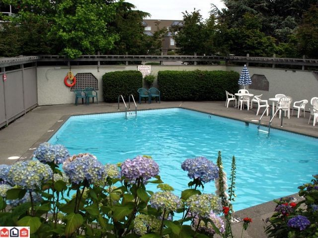 "Photo 10: 302 1830 E SOUTHMERE Crescent in Surrey: Sunnyside Park Surrey Condo for sale in ""Southmere Mews"" (South Surrey White Rock)  : MLS® # F1017753"
