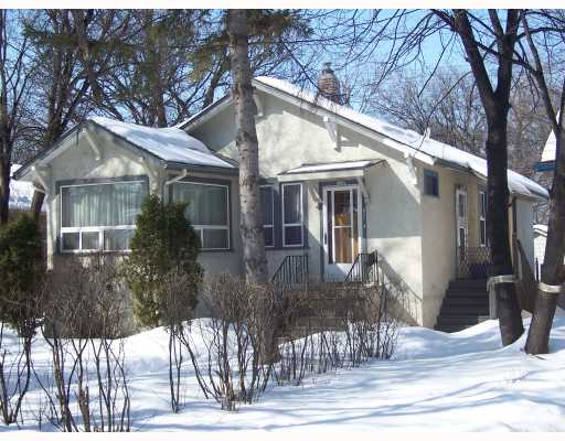 FEATURED LISTING: 271 BARTLET Avenue WINNIPEG