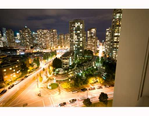 "Main Photo: 1603 193 AQUARIUS MEWS BB in Vancouver: False Creek North Condo for sale in ""MARINASIDE CRESCENT"" (Vancouver West)  : MLS(r) # V786002"