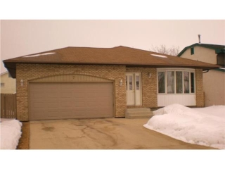 Main Photo: 7 Holborn Place in WINNIPEG: St Vital Residential for sale (South East Winnipeg)  : MLS(r) # 1003451