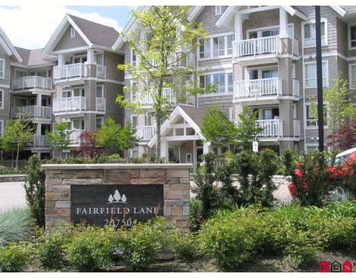 "Main Photo: 201 20750 DUNCAN Way in Langley: Langley City Condo for sale in ""FAIRFIELD LANE"" : MLS® # F2910685"