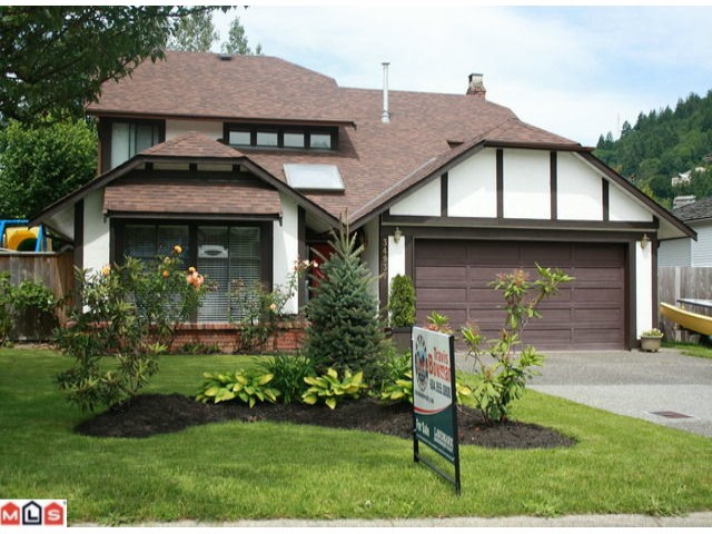"Main Photo: 34937 OAKHILL Drive in Abbotsford: Abbotsford East House for sale in ""McMillan"" : MLS®# F1016459"
