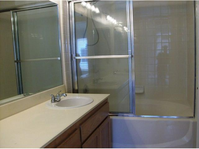 Photo 9: TIERRASANTA Condo for sale : 2 bedrooms : 11056 Portobelo in San Diego