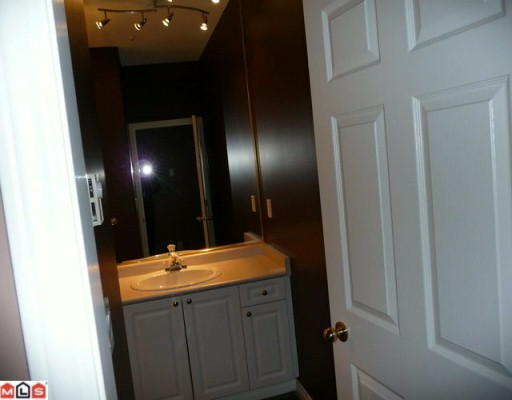 "Photo 9: 405 15558 16A Avenue in Surrey: King George Corridor Condo for sale in ""THE SANDRINGHAM"" (South Surrey White Rock)  : MLS® # F1005469"
