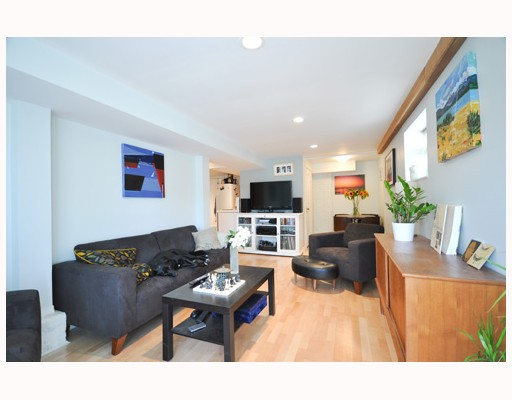 Photo 3: 4151 WINDSOR Street in Vancouver: Fraser VE House  (Vancouver East)  : MLS(r) # V787412