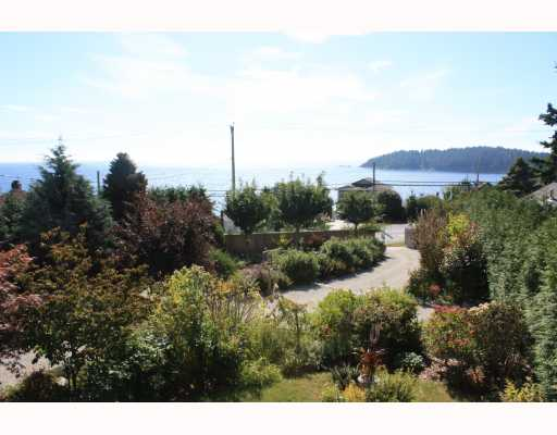Photo 2: 6224 SUNSHINE COAST Highway in Sechelt: Sechelt District House for sale (Sunshine Coast)  : MLS® # V787565