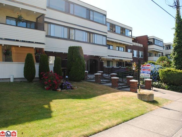 "Main Photo: 106 1448 FIR Street: White Rock Condo for sale in ""The Dorchester"" (South Surrey White Rock)  : MLS® # F1016497"