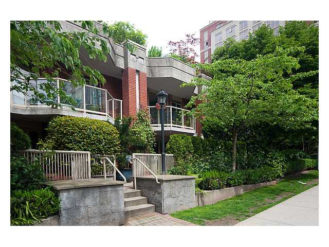 "Main Photo: 105 867 HAMILTON Street in Vancouver: Downtown VW Townhouse for sale in ""JARDINES LOOKOUT"" (Vancouver West)  : MLS® # V832897"