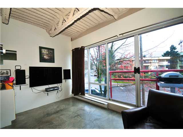 "Photo 7: 329 350 E 2ND Avenue in Vancouver: Mount Pleasant VE Condo  in ""MAIN SPACE"" (Vancouver East)  : MLS(r) # V861980"