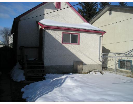 Photo 2: 824 STELLA Avenue in WINNIPEG: North End Residential for sale (North West Winnipeg)  : MLS® # 2904859