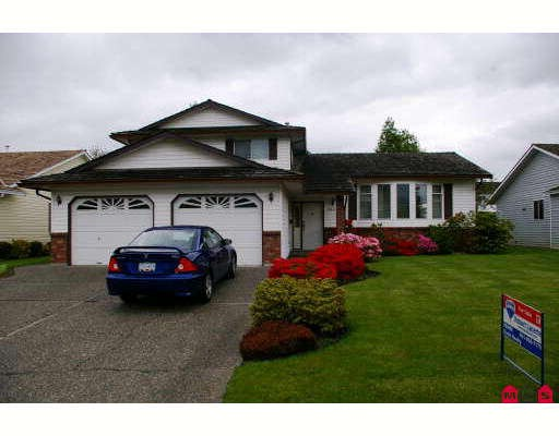 "Main Photo: 6884 COACH LAMP Drive in Sardis: Sardis West Vedder Rd House for sale in ""WELLS LANDING"" : MLS® # H2901855"