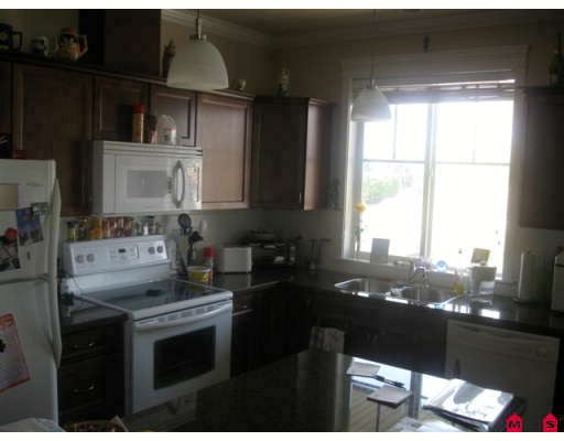 "Photo 3: 403 33338 MAYFAIR Avenue in Abbotsford: Central Abbotsford Condo for sale in ""The Sterling"" : MLS(r) # F2909510"