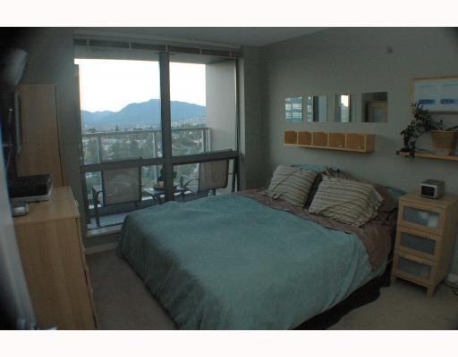 "Photo 8: 1810 3663 CROWLEY Drive in Vancouver: Collingwood VE Condo for sale in ""LATTITUDE"" (Vancouver East)  : MLS(r) # V789342"