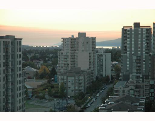 "Photo 2: 1810 3663 CROWLEY Drive in Vancouver: Collingwood VE Condo for sale in ""LATTITUDE"" (Vancouver East)  : MLS(r) # V789342"