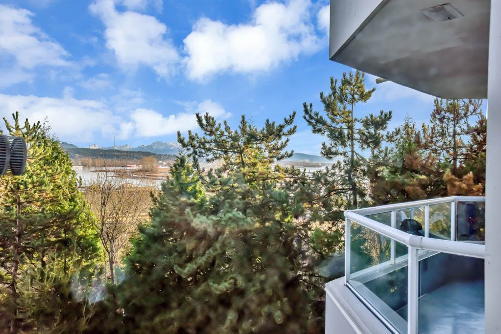 FEATURED LISTING: 403 - 71 JAMIESON Court New Westminster