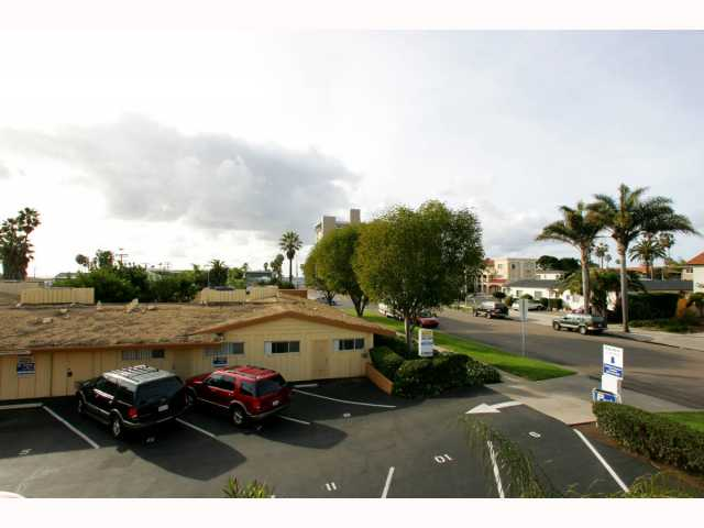 Photo 10: PACIFIC BEACH Condo for sale : 1 bedrooms : 825 1/2 MISSOURI