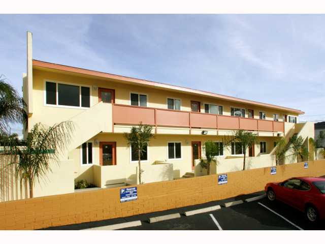 Photo 2: PACIFIC BEACH Condo for sale : 1 bedrooms : 825 1/2 MISSOURI