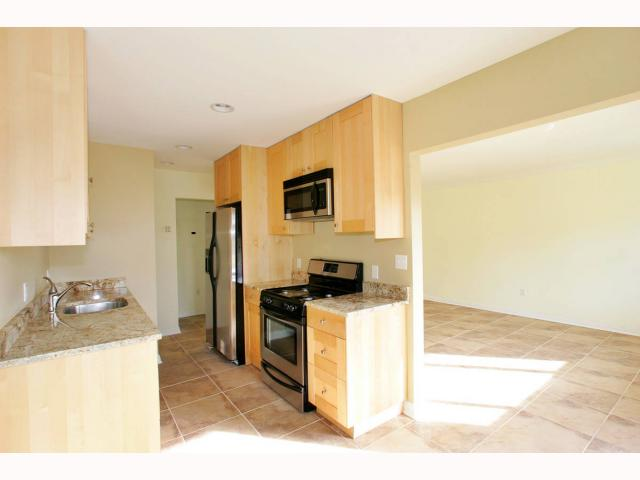 Photo 3: PACIFIC BEACH Condo for sale : 1 bedrooms : 825 1/2 MISSOURI