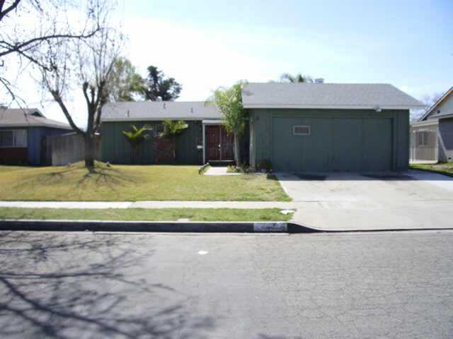 Main Photo: EAST ESCONDIDO Residential for sale : 2 bedrooms : 615 Carlann in Escondido
