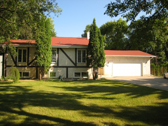 Main Photo: 730 CLOUTIER Drive in WINNIPEG: Fort Garry / Whyte Ridge / St Norbert Residential for sale (South Winnipeg)  : MLS® # 1015026