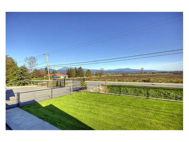 Photo 10: 13489 NEAVES Road in Pitt Meadows: North Meadows House for sale : MLS® # V861430