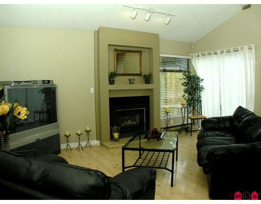 Photo 2: 6008 W GREENSIDE Drive in Surrey: Cloverdale BC Townhouse for sale (Cloverdale)  : MLS® # F2820374