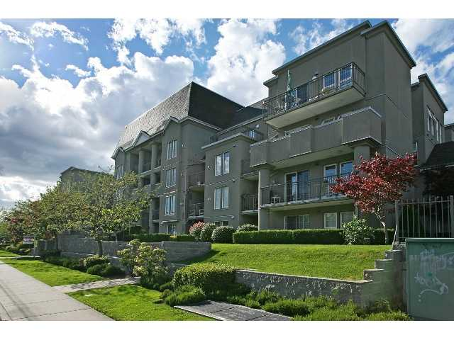 "Main Photo: 212 1669 GRANT Avenue in Port Coquitlam: Glenwood PQ Condo for sale in ""THE CHARLESTON"" : MLS® # V858585"