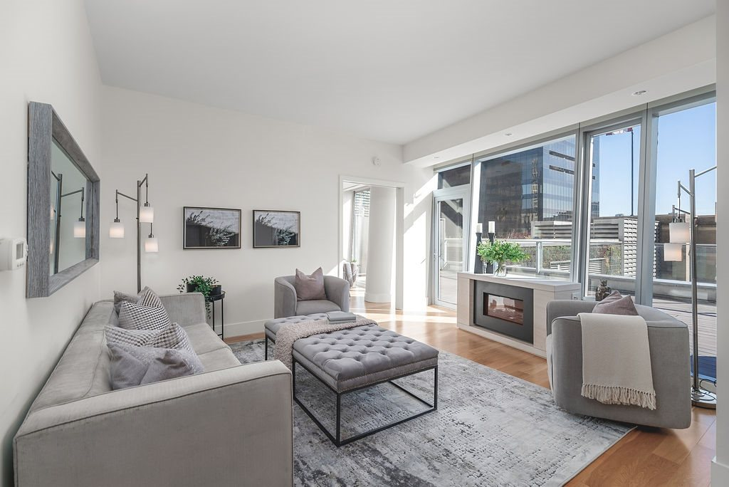 FEATURED LISTING: 1401 - 667 HOWE Street Vancouver