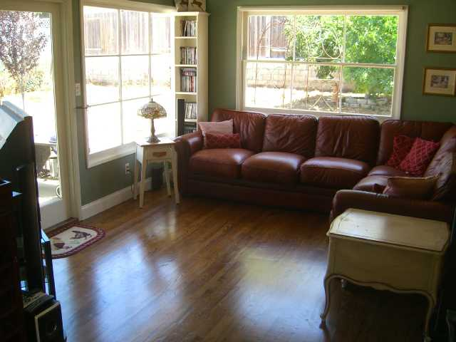 Photo 2: LINDA VISTA House for sale : 3 bedrooms : 3475 Ashford St in San Diego