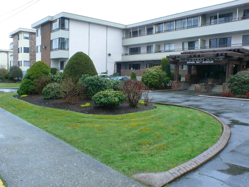 "Main Photo: 201 20420 54TH Avenue in Langley: Langley City Condo for sale in ""RIDGEWOOD MANOR"" : MLS® # F2906274"