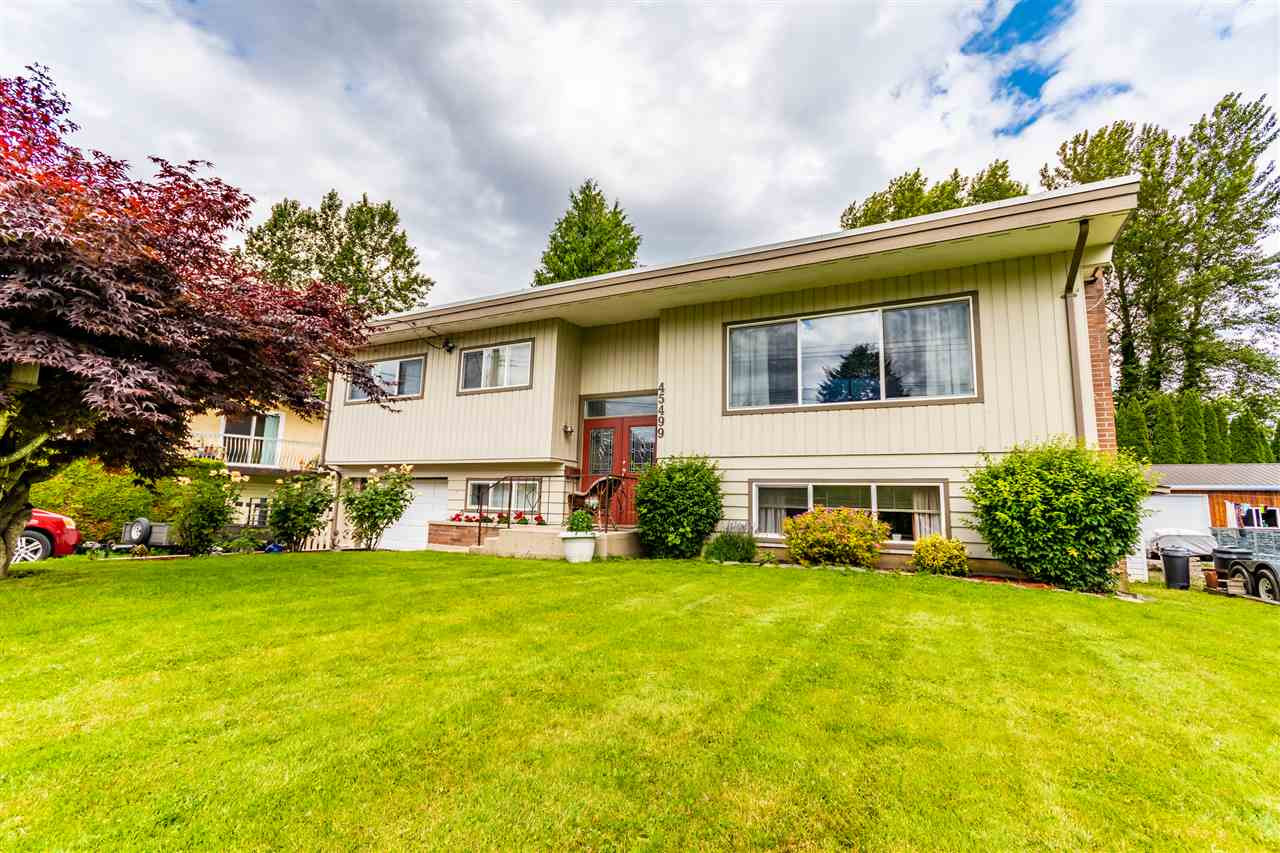 FEATURED LISTING: 45499 LEWIS Avenue Chilliwack