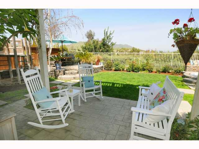 Photo 4: CHULA VISTA House for sale : 5 bedrooms : 749 Creekside