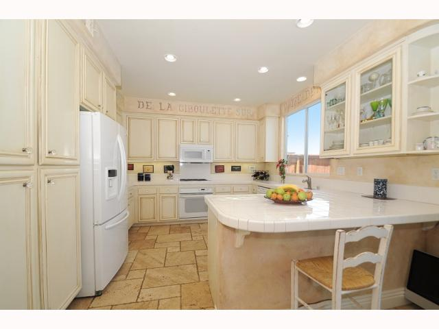Photo 8: CHULA VISTA House for sale : 5 bedrooms : 749 Creekside