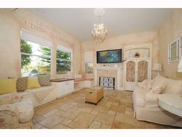 Photo 6: CHULA VISTA House for sale : 5 bedrooms : 749 Creekside