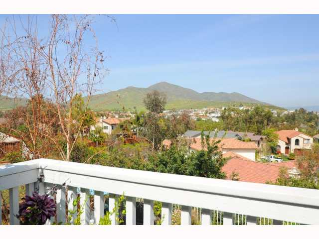 Photo 3: CHULA VISTA House for sale : 5 bedrooms : 749 Creekside
