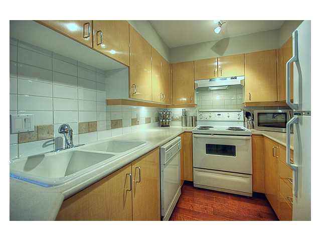 "Photo 3: 215 2680 W 4TH Avenue in Vancouver: Kitsilano Condo for sale in ""STAR OF KISILANO"" (Vancouver West)  : MLS® # V852528"