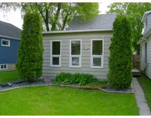 Main Photo: 311 PARKVIEW Street in WINNIPEG: St James Residential for sale (West Winnipeg)  : MLS® # 2910382